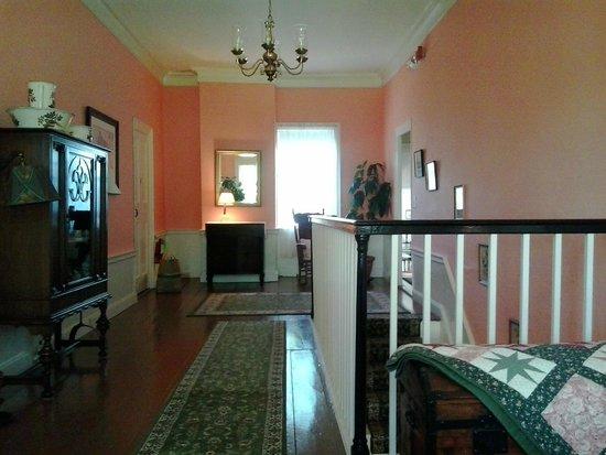 Hickory Ridge House Bed & Breakfast Inn: Spacious Hallway