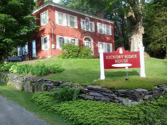 Hickory Ridge House Bed & Breakfast Inn: The Inn from the Road