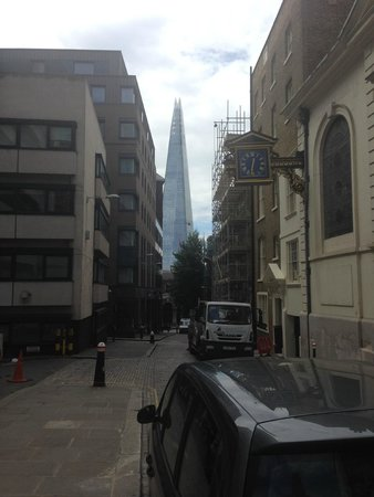 Premier Inn London Bank (Tower) Hotel: Looking down the street towards the hotel with the shard in the background