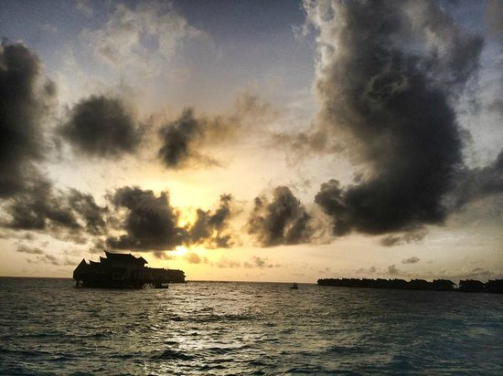 Jumeirah Vittaveli : Beautiful sunset