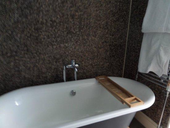 The White Star Tavern : Lovely bath.