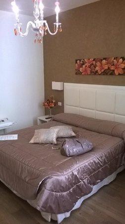 Oro Rosso Hotel: unica e comodissima! io che ho problemi a prendere sonno, ci ho messo pochissimo! molto silenzio