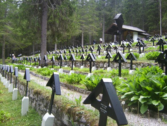 Hotel Union: world war one graveyard close to town