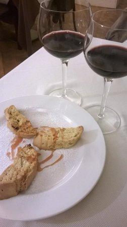 Oro Rosso Hotel: Chiedeteli sempre accompagnati dal miracoloso vino passito di Montefalco!! poi leggermente caldi