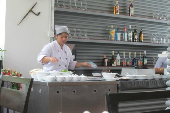 Diamond D'Angkor Boutique: Breakfast Station, Soup and Omellette