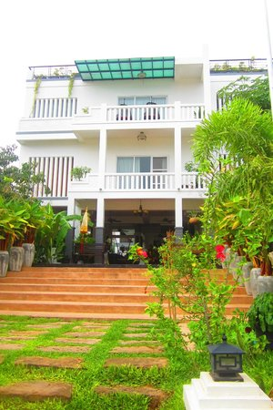 Diamond D'Angkor Boutique : Front of the Hotel