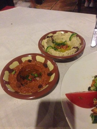 Balkonen: Muhammarah and Baba Ganoush dips