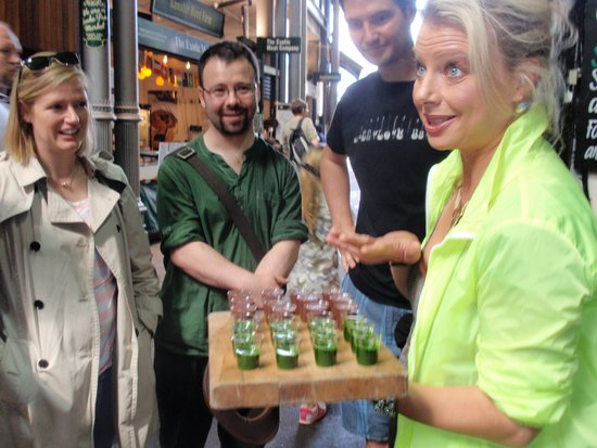Celia Brooks Gastrotours: Tasting wheatgrass juice.