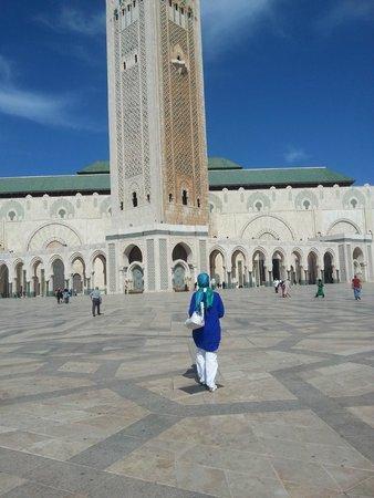 Mosquée Hassan II : Muhteşem bir camii ve ben ona doğru yürüyorum