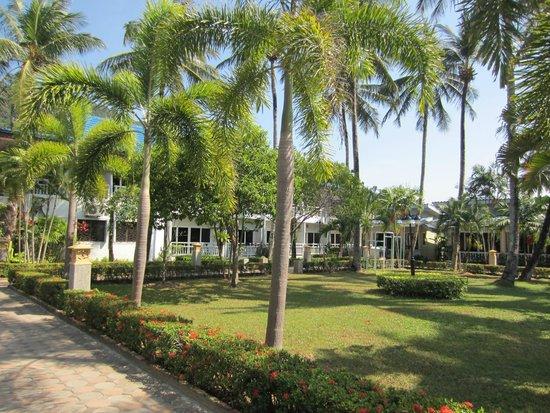 Andaman Lanta Resort : inner yard