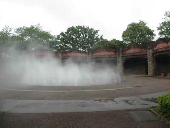 Omori Midden Site Park: 縄文土器のモチーフの 噴霧