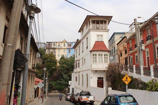 Historic Quarter of the Seaport City of Valparaiso : Interessante construção antiga em um dos cerros de Valparaíso
