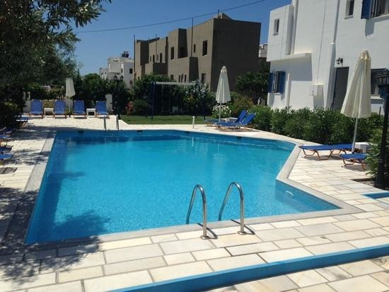 Ikaros Studios & Apartments: view of the pool