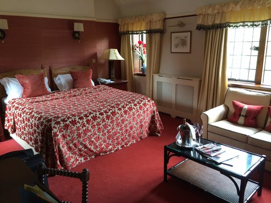 Montagu Arms Hotel: Deluxe suite - main bedroom