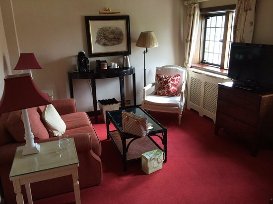Montagu Arms Hotel: Deluxe suite - lounger area