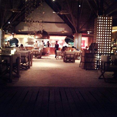 Constance Moofushi: Dinner manta manta restaurant