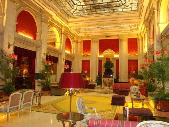 Hotel Avenida Palace: Hotelhalle