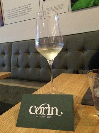 Corin on Mainstreet: vin blanc