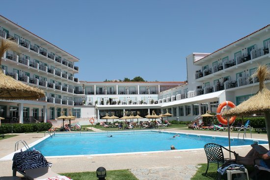 Sol Beach House Menorca: Hotel Pool and grounds