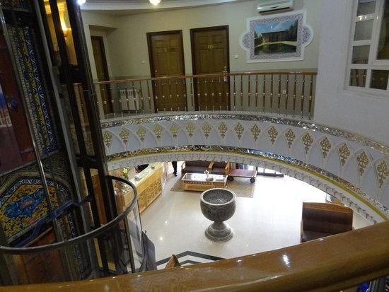 Sepahan Hotel: The atrium