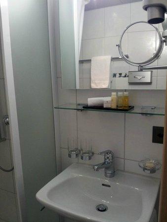 Hotel Krone Unterstrass: Waschbecken