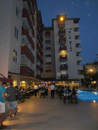 Club Big Blue Suite Hotel: Dinner time