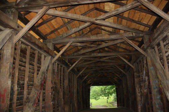 Humpback Bridge : inside covered bridge