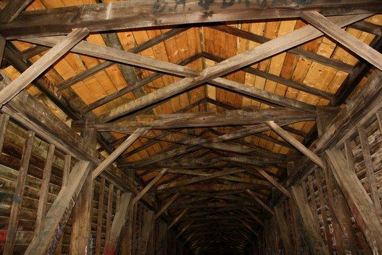 Humpback Bridge : bridge inside