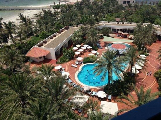 Ajman Hotel: Shade in swimming pool