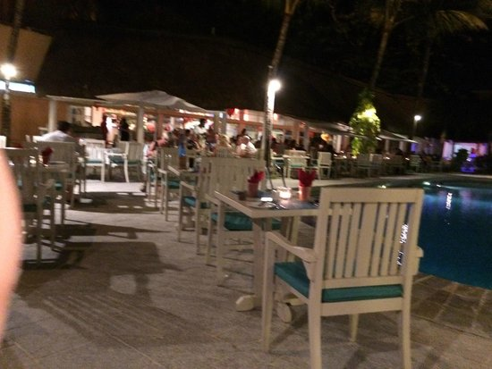 Merville Beach Hotel: Dinner by the beautiful pool