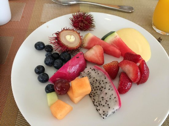 Jumeirah Emirates Towers: Breakfast Fruits