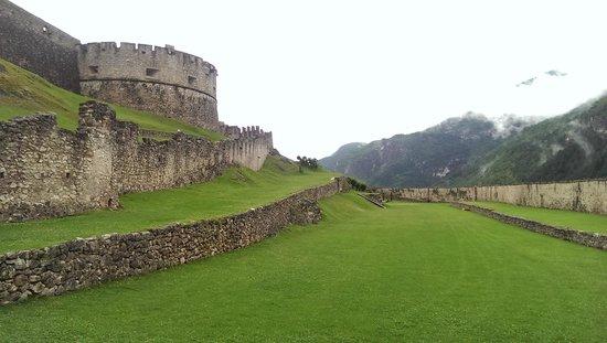 Castel Beseno: Beseno Castle walls