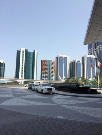 Jumeirah Emirates Towers: Hotel Entrance
