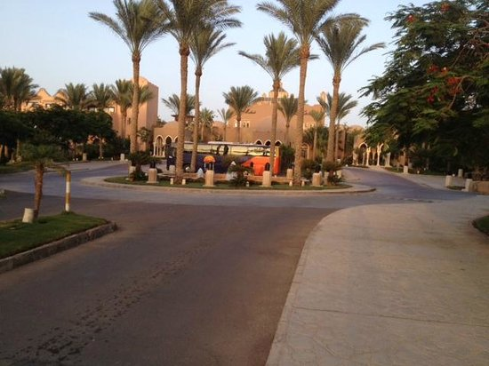 The Grand Makadi Hotel: View from hotel entrance