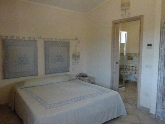 TUI Family Life Janna e sole: Deux lits accolés, 2 tables de chevets, grande armoire avec penderie