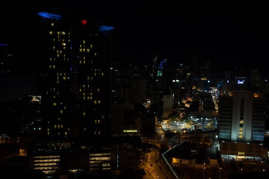 Sarang Galloway Bed & Breakfast: KL at night from appartment windows