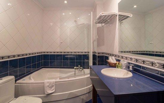 Gran Hotel Rural Cela: bañera de hidromasaje