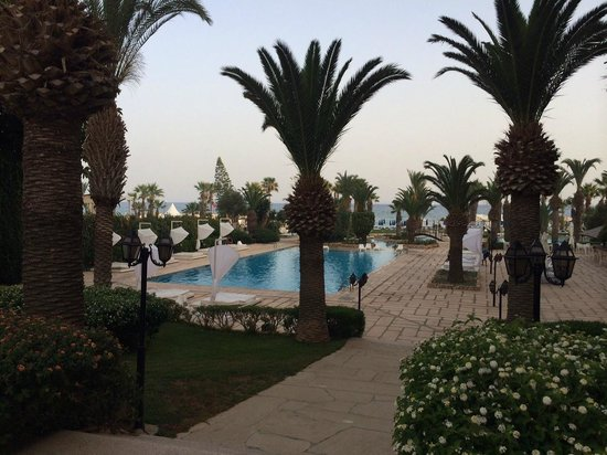 SENTIDO Sandy Beach: Garden & pool