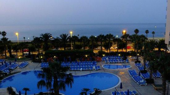 Golden Taurus Park Resort: Ночной вид на море из номера