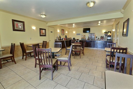 Econo Lodge : Breakfast Room