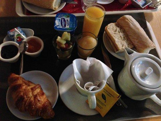 azur hotel : Bir gün Croissant var