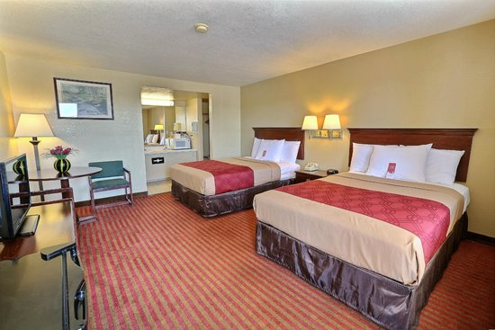 Econo Lodge: Double Bedroom