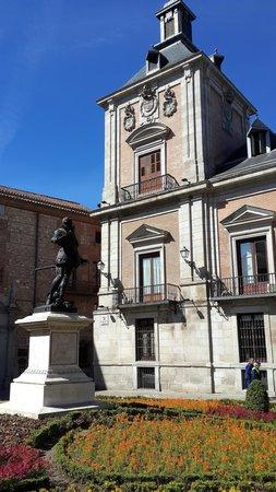 Plaza de la Villa: Square & former city hall