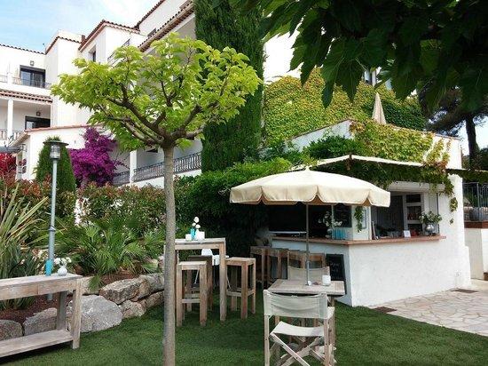 Van Der Valk Hotel le Catalogne: Hotel grounds