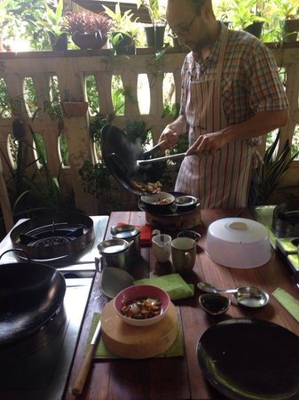 A lot of Thai : Home cooking class: Cooking up a storm