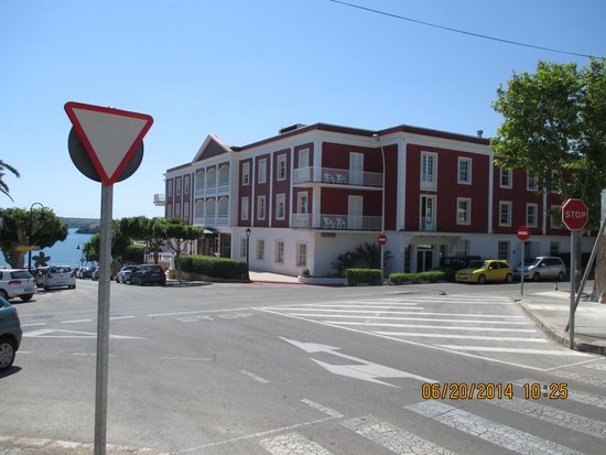 Hotel Port Mahon: View from Street