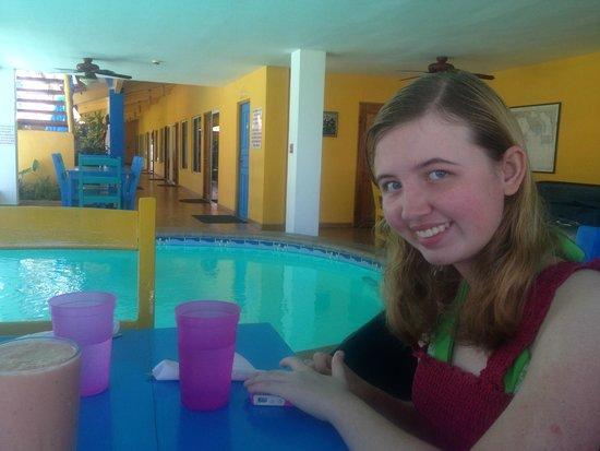 Las Lajas Beach Resort: Great pool by the rooms, restaurant, bar.