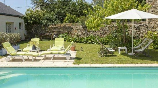 Le Clos du Mèn-Allèn : Le Jardin avec la piscine