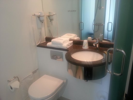 Wakeup Copenhagen, Borgergade: Bathroom