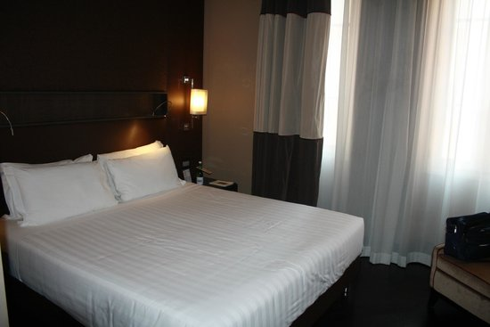 Rome Times Hotel: Kingsize bed